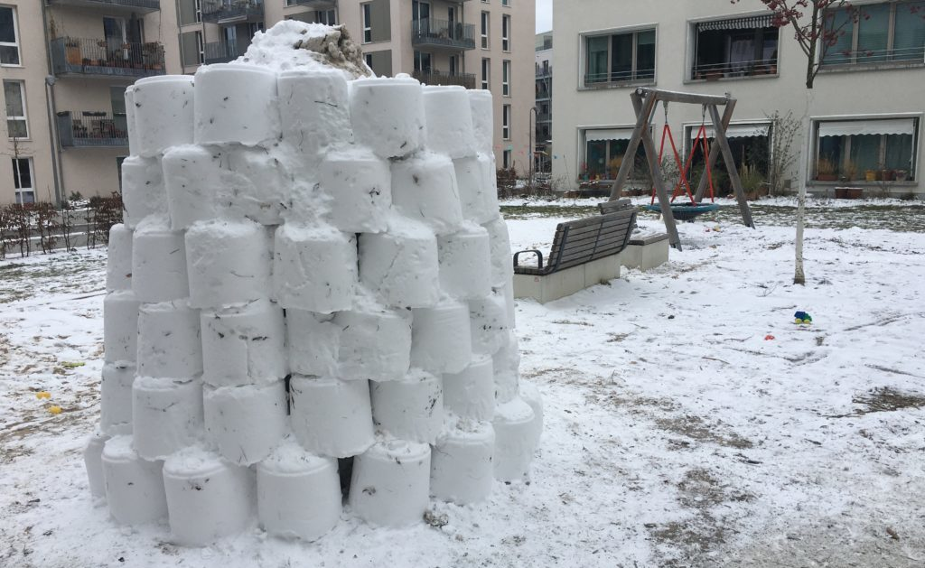 Schneeskulptur im Möckernkiez