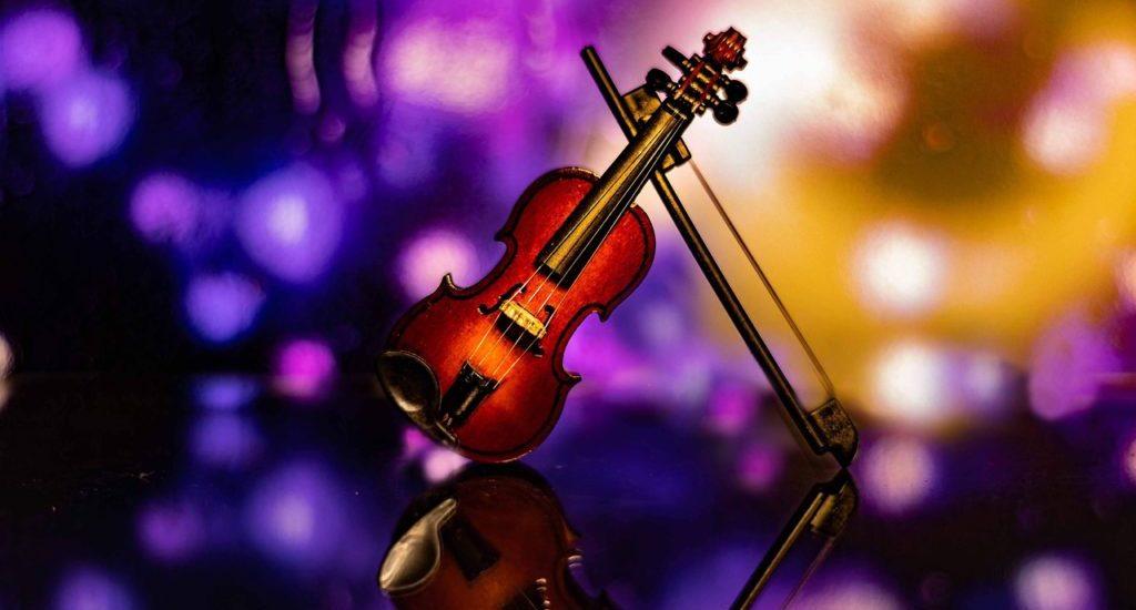 Violin Bokeh Classic Entertainment  - Lockenfrosch / Pixabay